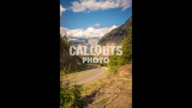 Canadian road to Jasper, curve