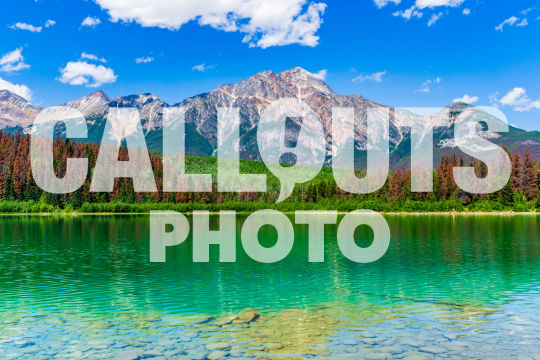Pyramid Lake with mountains and forest 02